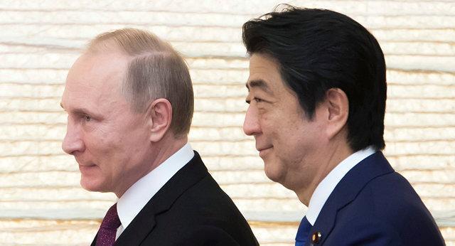 دیدار پوتین و آبه در جریان یک تورنمنت جودو