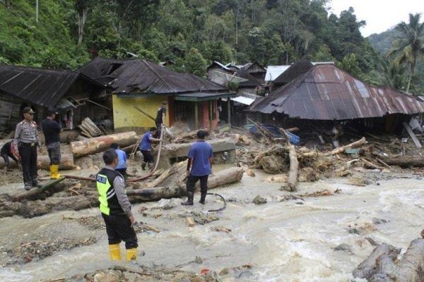 کشته شدن 27 نفر بر اثر سیل و رانش زمین در اندونزی