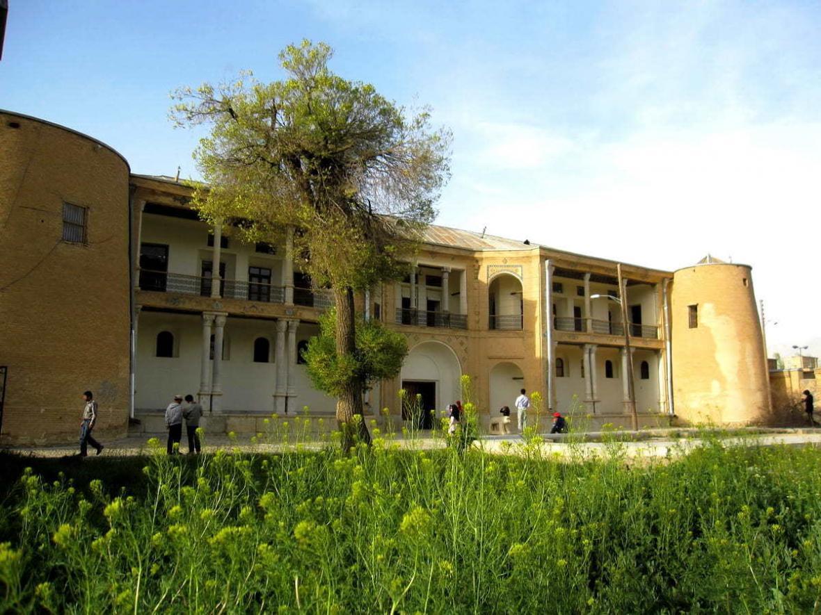 آشنایی با قلعه دزک ، قلعه تاریخی شهرکرد Dezak Castle