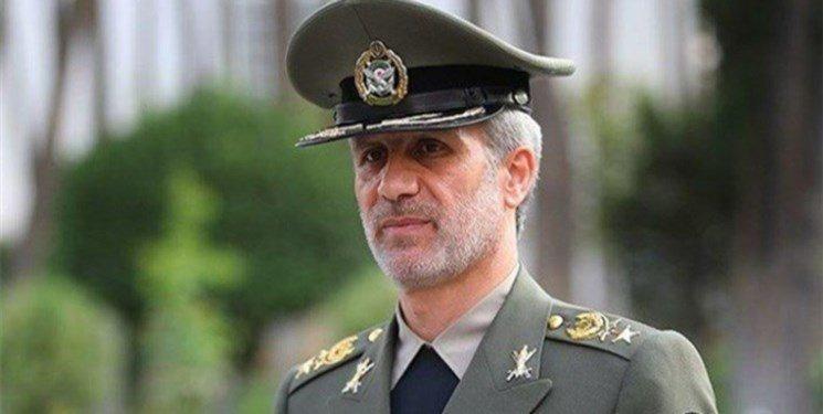 وزیر دفاع: دشمن امروز با یک ملت منسجم و مطلع روبرو است