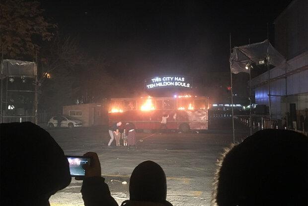 آتش سوزی اتوبوس لهستانی در تئاتر فجر