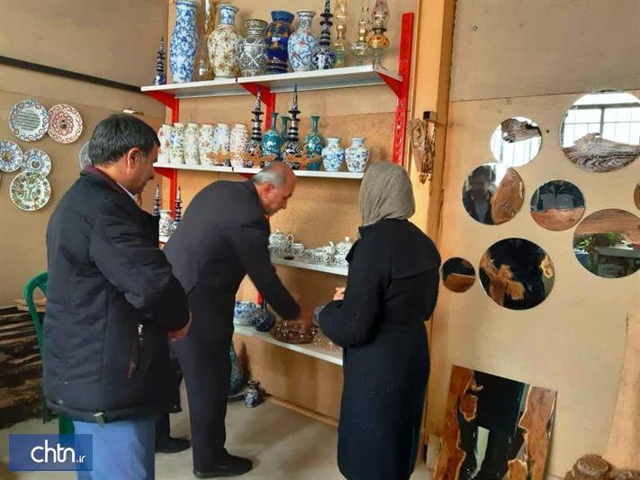 بازدید فرماندار از کارگاه های صنایع دستی قروه کردستان