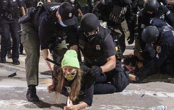 کاخ سفید احتمال استفاده از ارتش برای سرکوب اعتراضات را رد نکرد