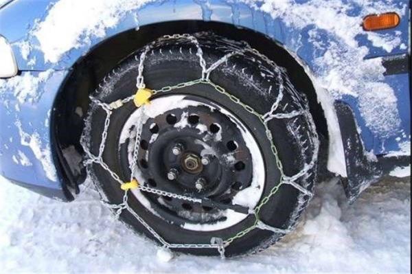 لزوم همراه داشتن زنجیر چرخ و تجهیزات زمستانی در جاده