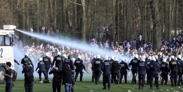 دروغ آوریل به درگیری پلیس و مردم بروکسل انجامید! خبرنگاران