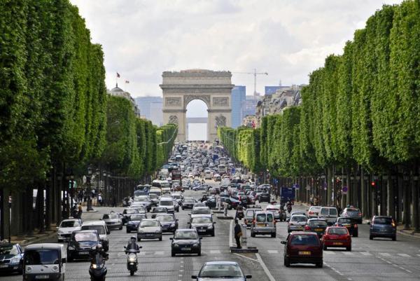 لدفانس، محله اداری پاریس بر فراز ابرها