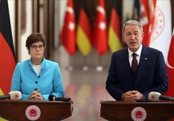 گفت وگوی وزرای دفاع ترکیه و آلمان درباره نقش آنکارا در افغانستان