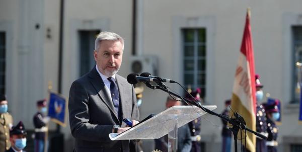 وزیر دفاع ایتالیا: به ائتلاف دریایی اروپا در تنگه هرمز می پیوندیم