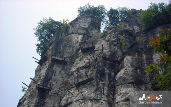 هولناک ترین جای دنیا که رفتن به آن جرات می خواهد ، ماجرای مرده های آویزان از کوه ها چیست؟