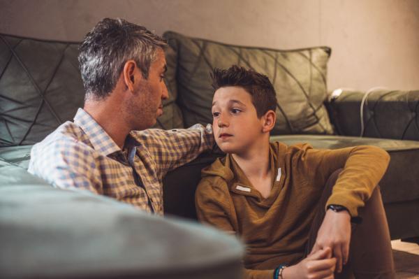 خانه نشینی نوجوانان در دوران کرونا؛ چگونه بچه ها را قانع کنیم؟